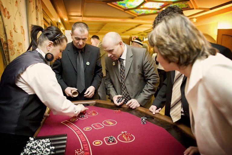 Stół do zabawy w kości - zabawa w kasyno, kasyno wynajem