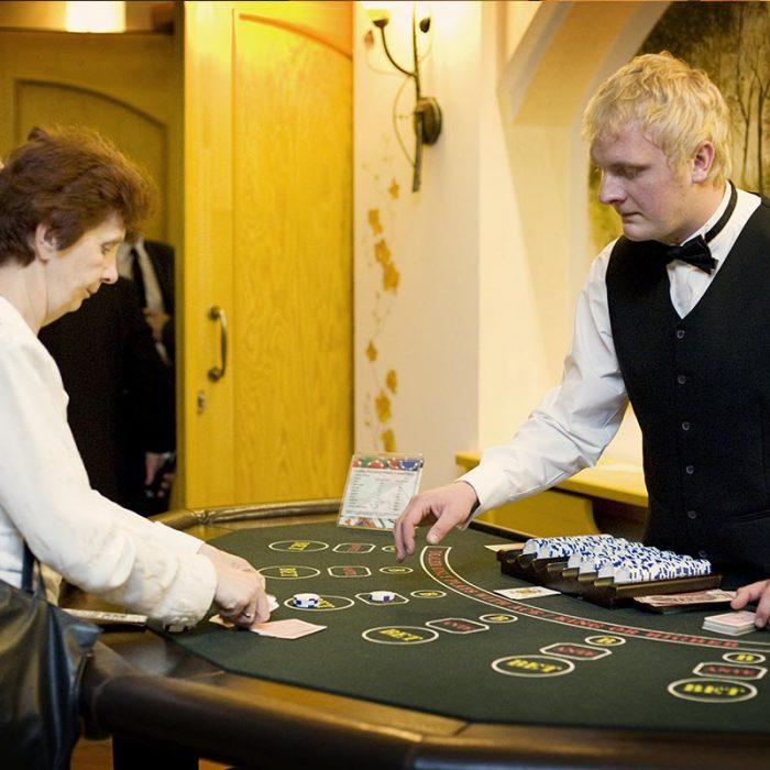 Zabawa w kasyno, kasyno wynajem, stoły kasynowe, poker